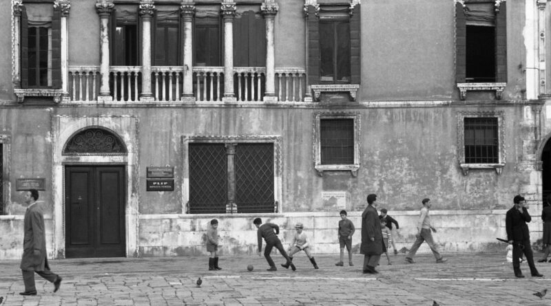 Venezia, 1960. Ph by PVenezia, 1960. Ph by Paolo Monti.aolo Monti.