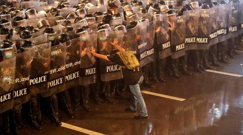 I giovani dimostranti contro la monarchia stanno cambiando la Thailandia per sempre 1