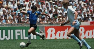Il mondo perde Maradona 3