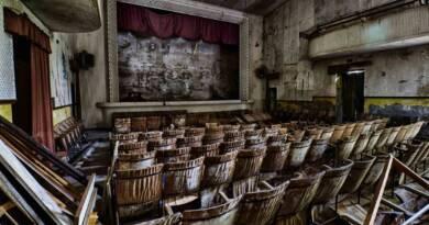 Ma perché avete chiuso cinema, teatri e musei, ignoranti che non siete altro? 3